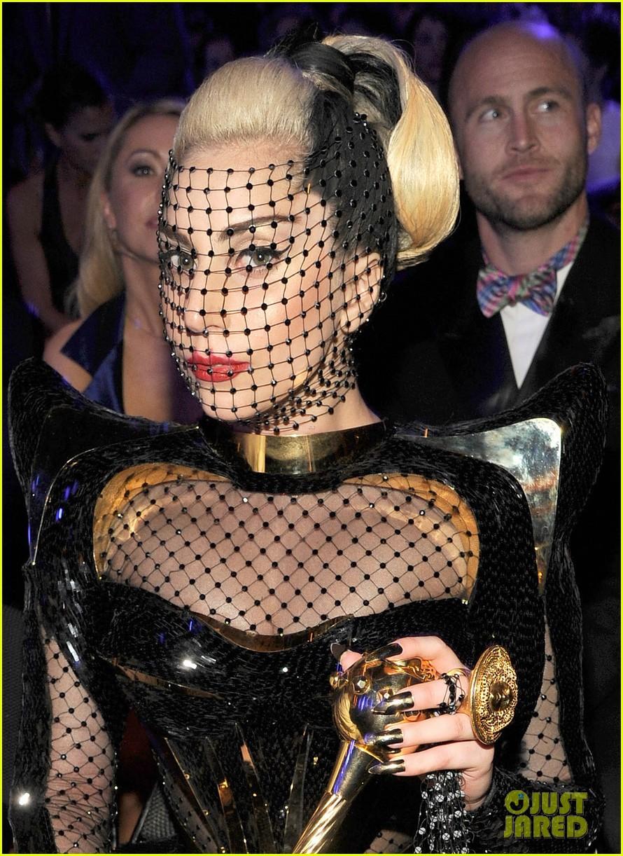 lady gaga grammy awards 2012 fisnet 082628364