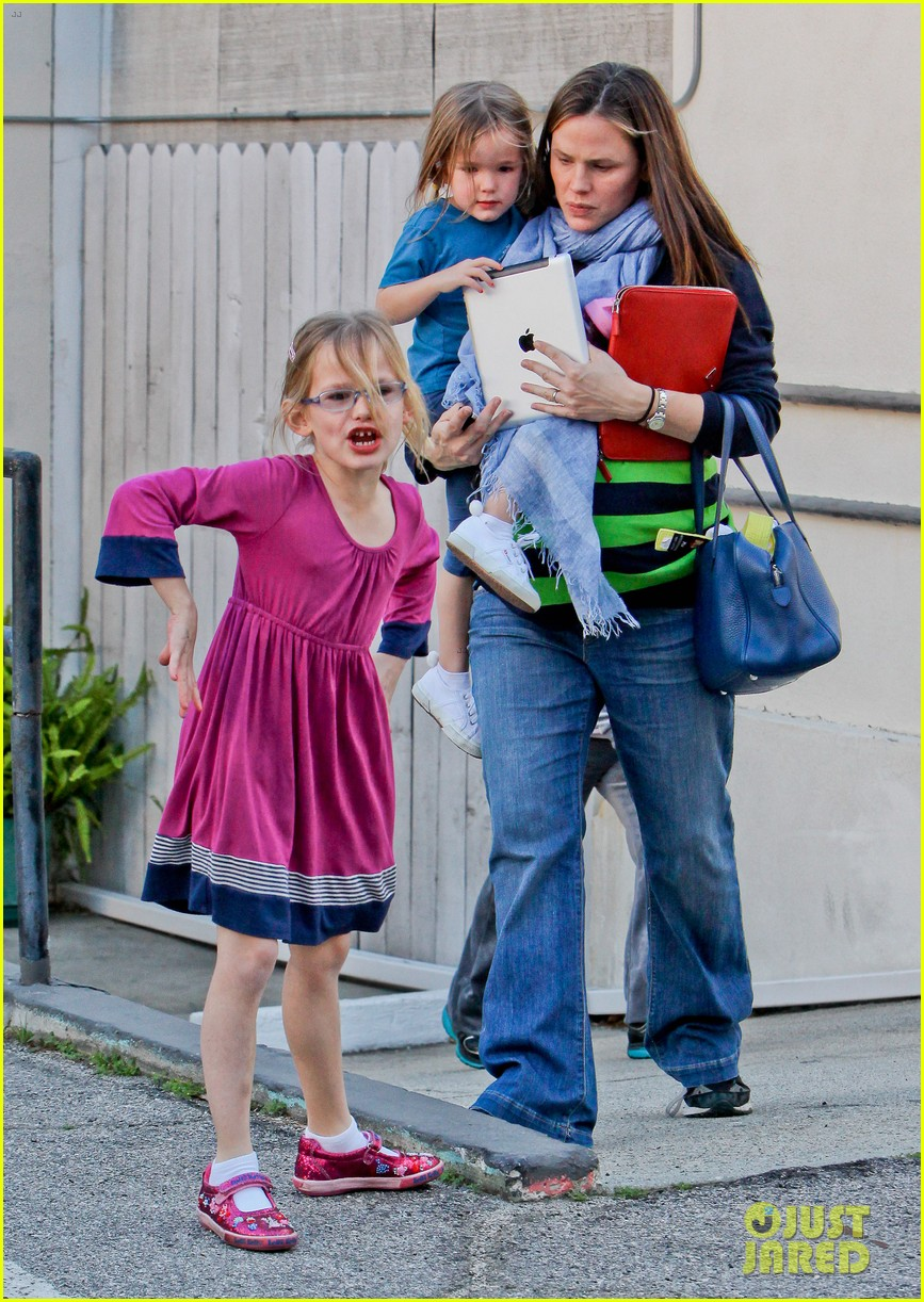 jennifer garner karate ballet with the girls 07