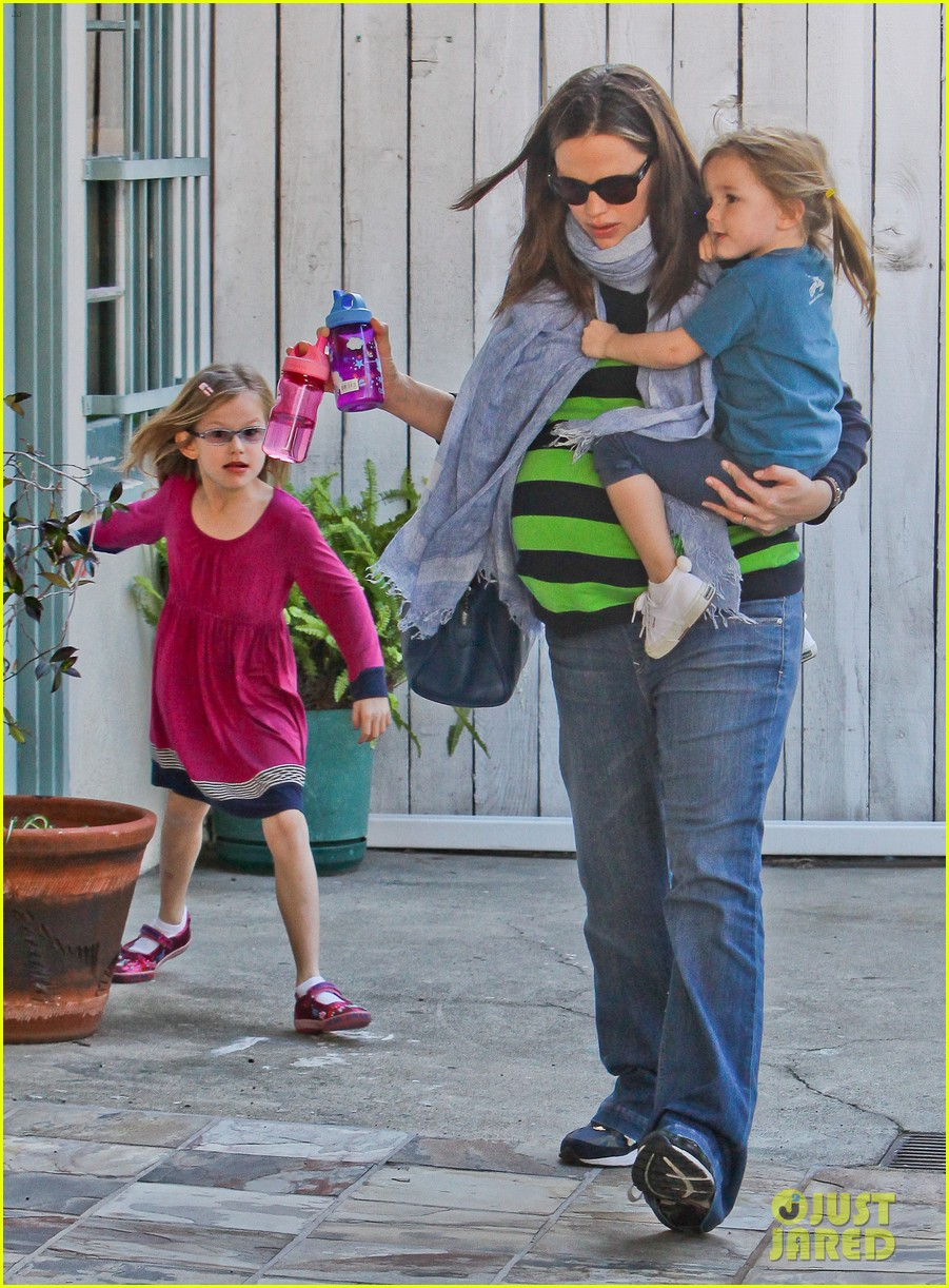 jennifer garner karate ballet with the girls 09