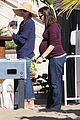 jennifer garner flaunts her baby bump 01