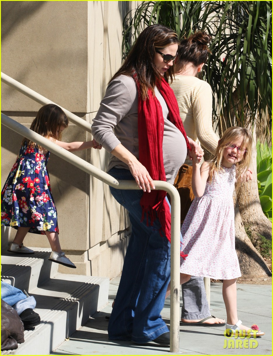 jennifer garner salon with violet 102632738