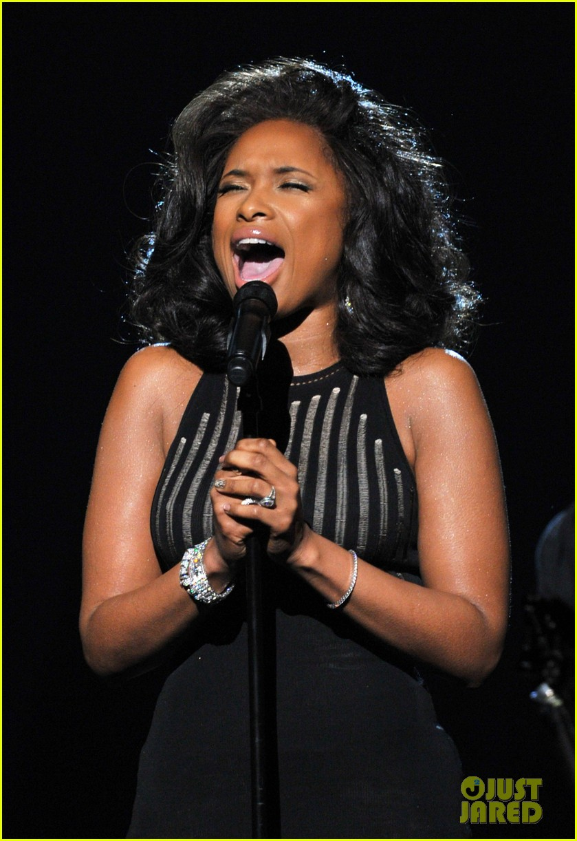 jennifer hudson whitney houston tribute grammys 04