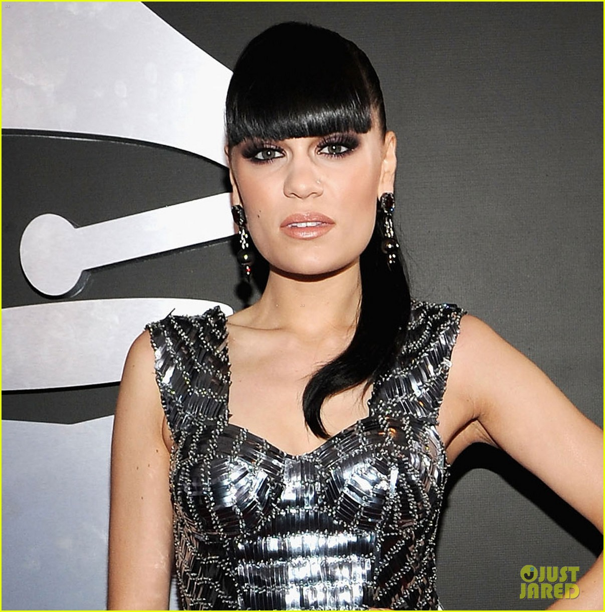jessie j grammys 2012 red carpet 02
