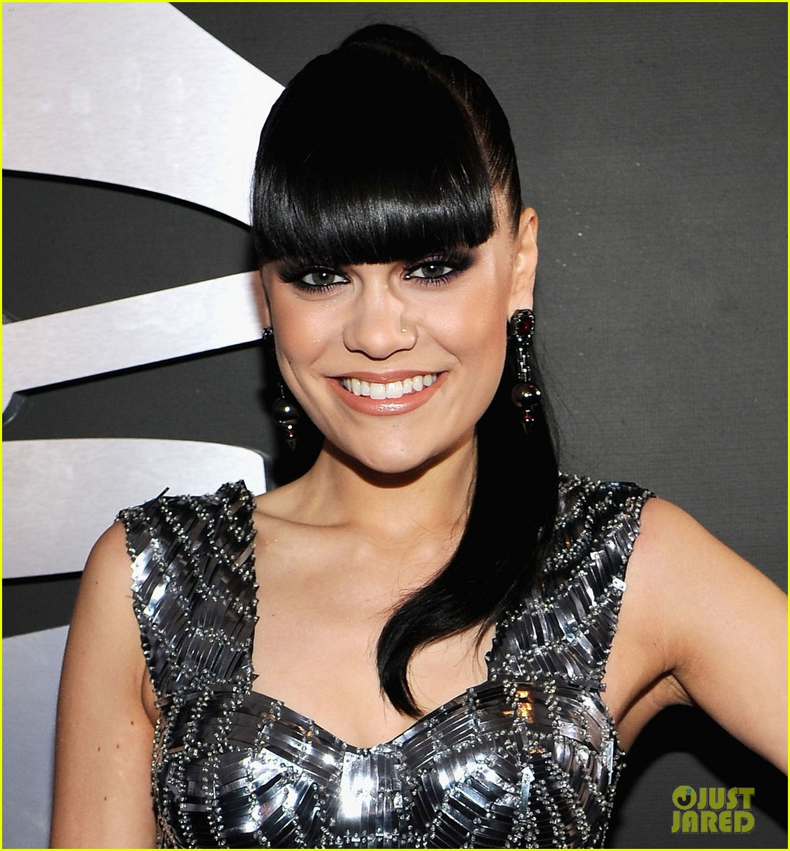 jessie j grammys 2012 red carpet 04