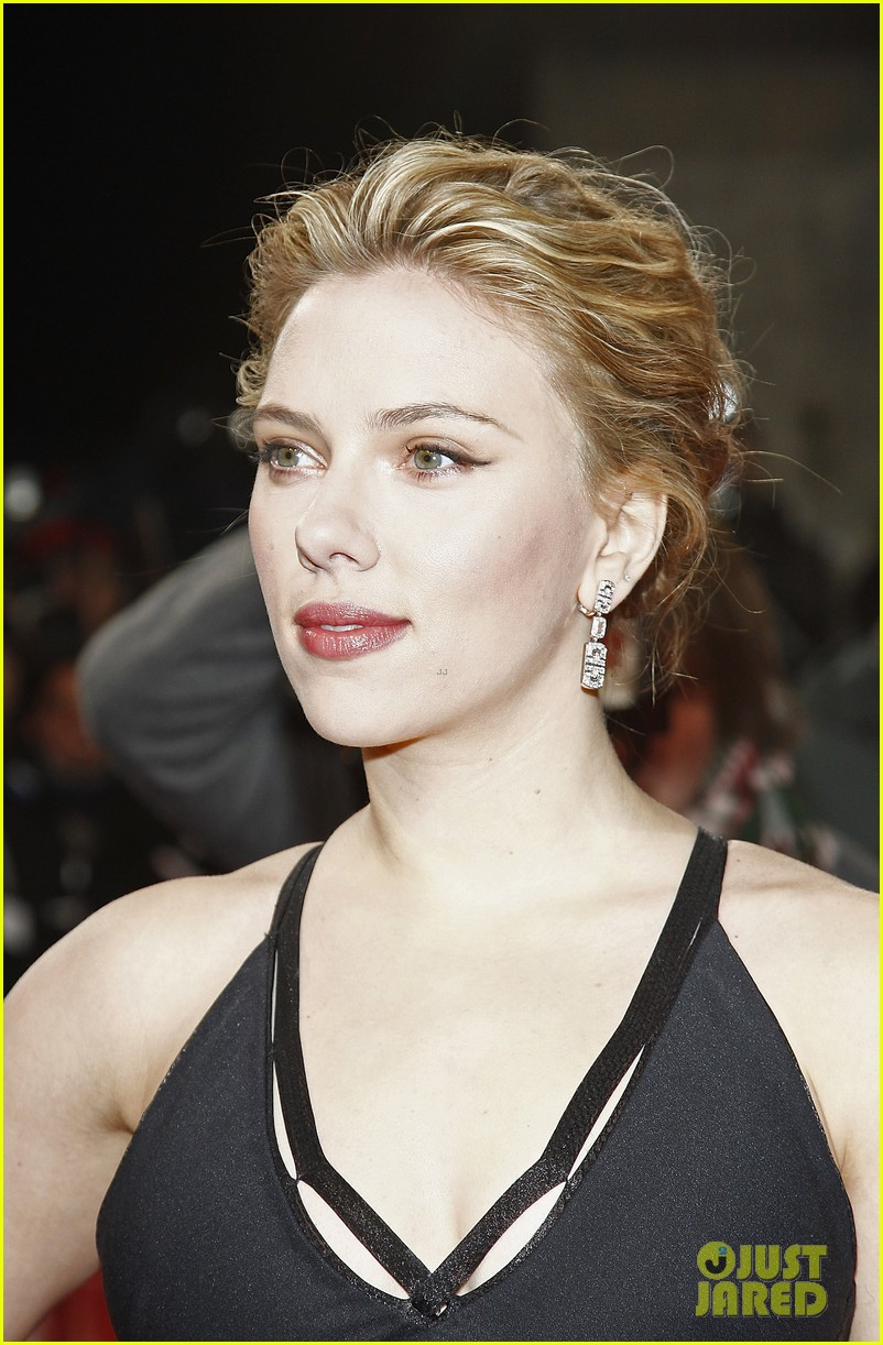 scarlett johansson golden camera awards 02