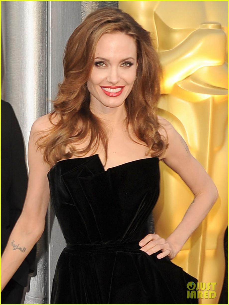angelina jolie brad pitt oscars 2012 red carpet 04