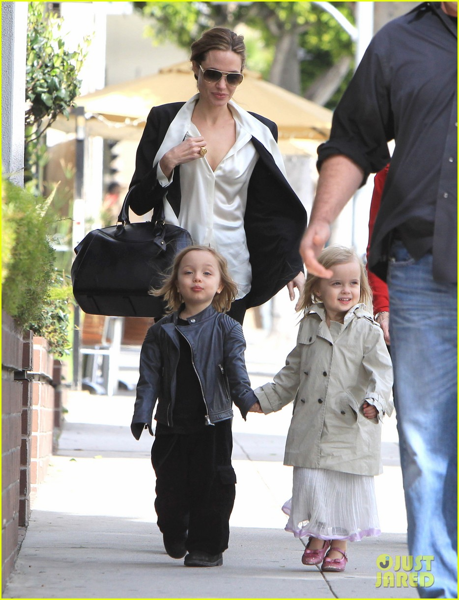 angelina jolie twins shopping 04