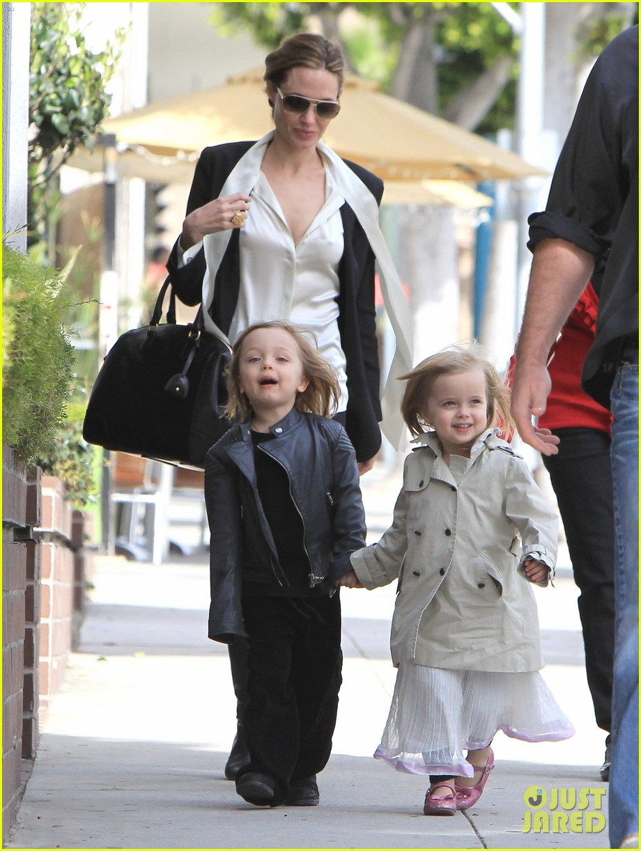 angelina jolie twins shopping 07