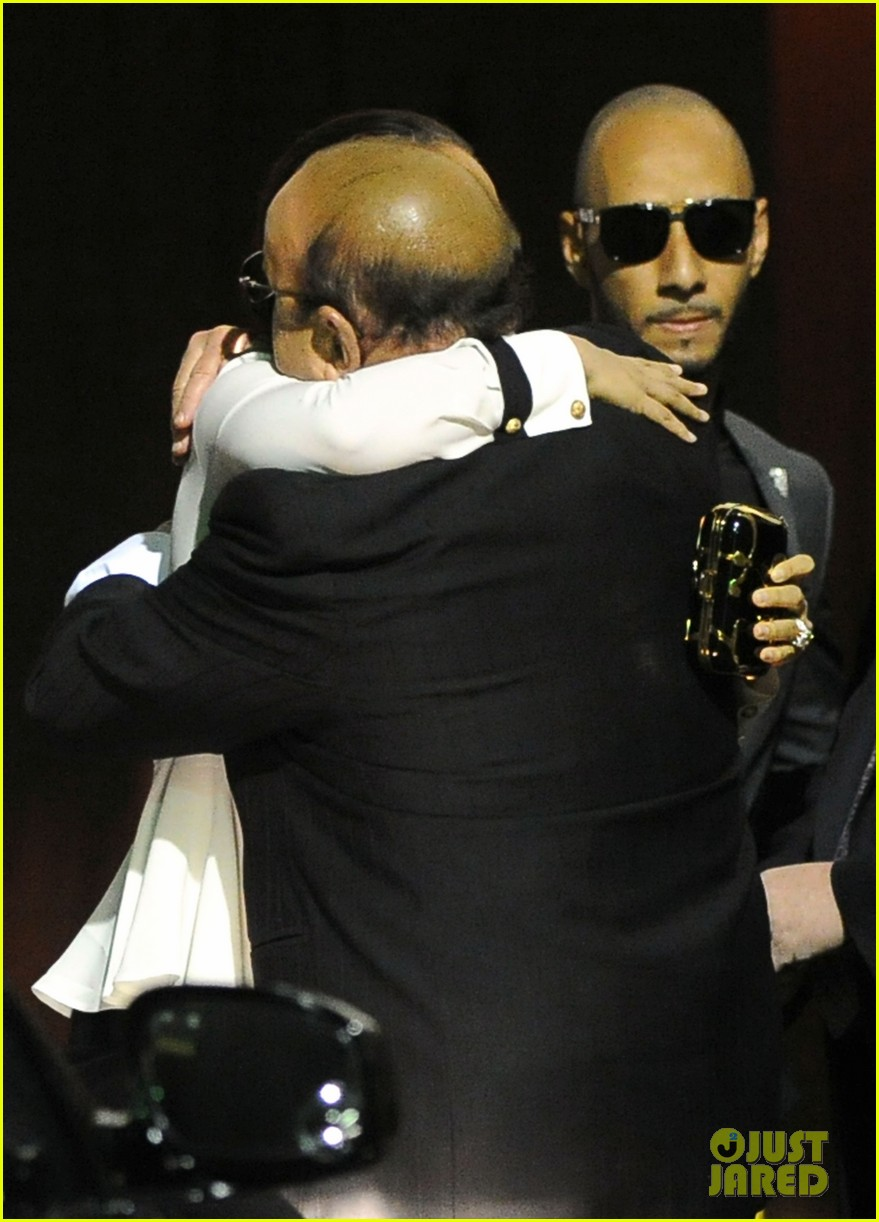 alicia keys consoles kclive davis following whitney houstons death 02