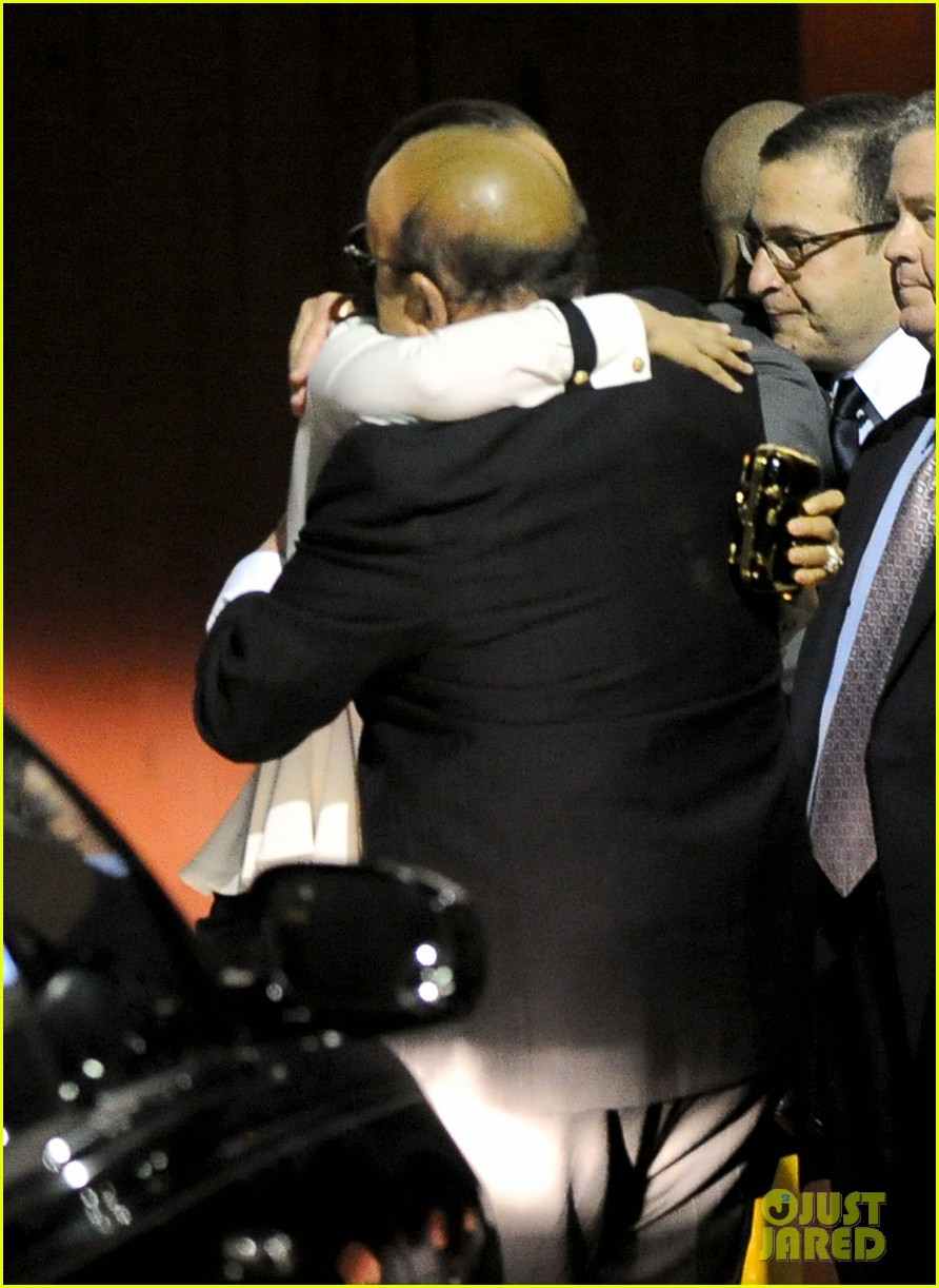 alicia keys consoles kclive davis following whitney houstons death 08