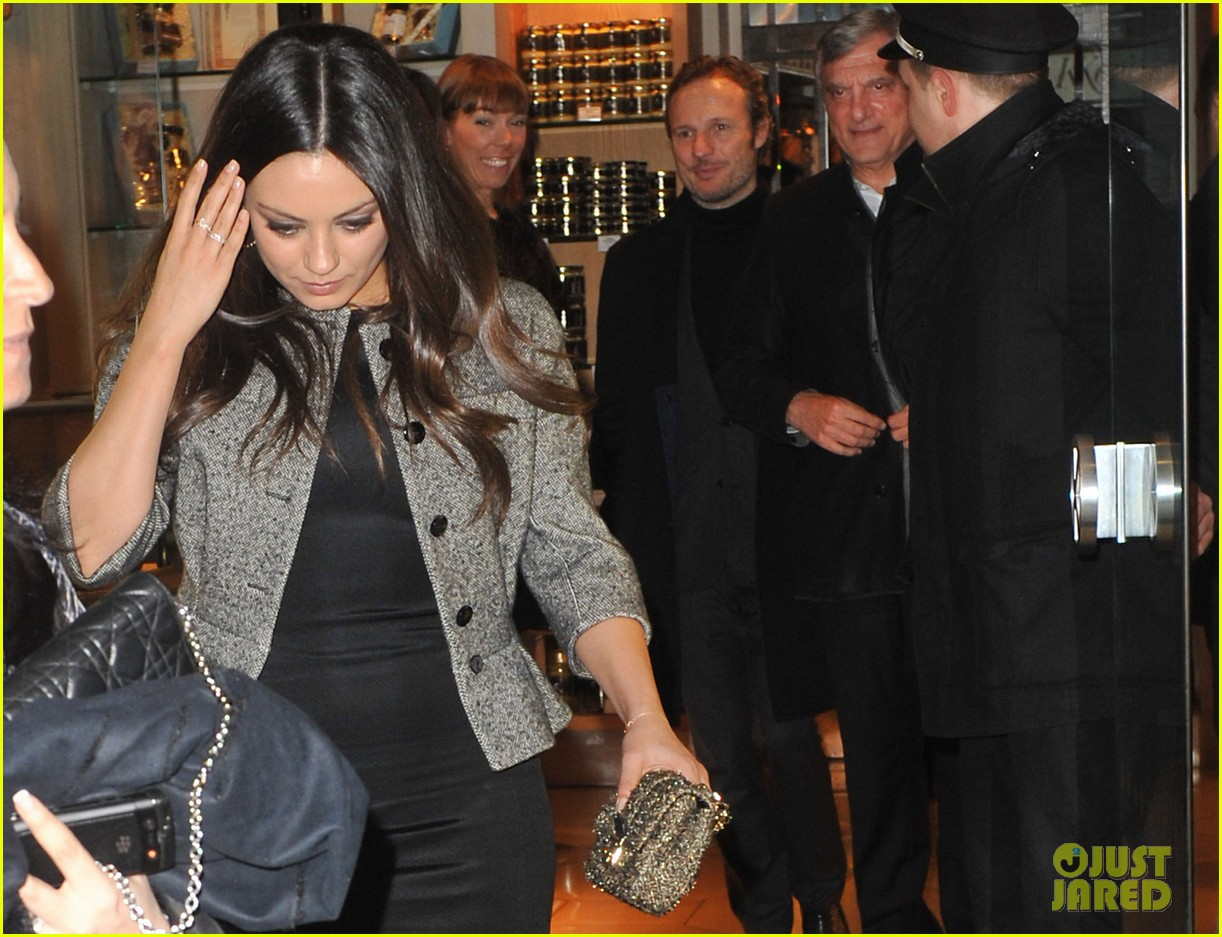 mila kunis out to dinner paris 05
