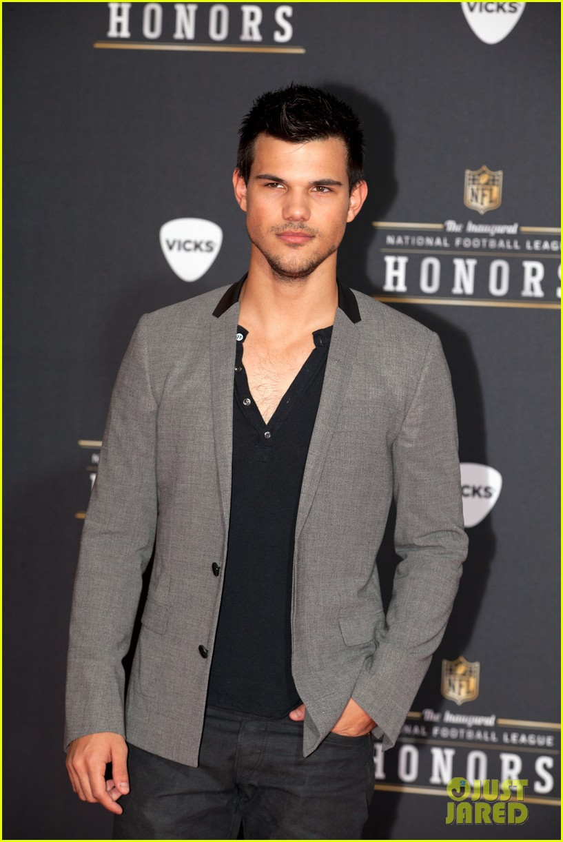 taylor lautner chris evans nfl honors with jon hamm 02