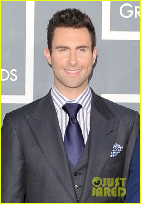 anne v adam levine 2012 grammy awards 05