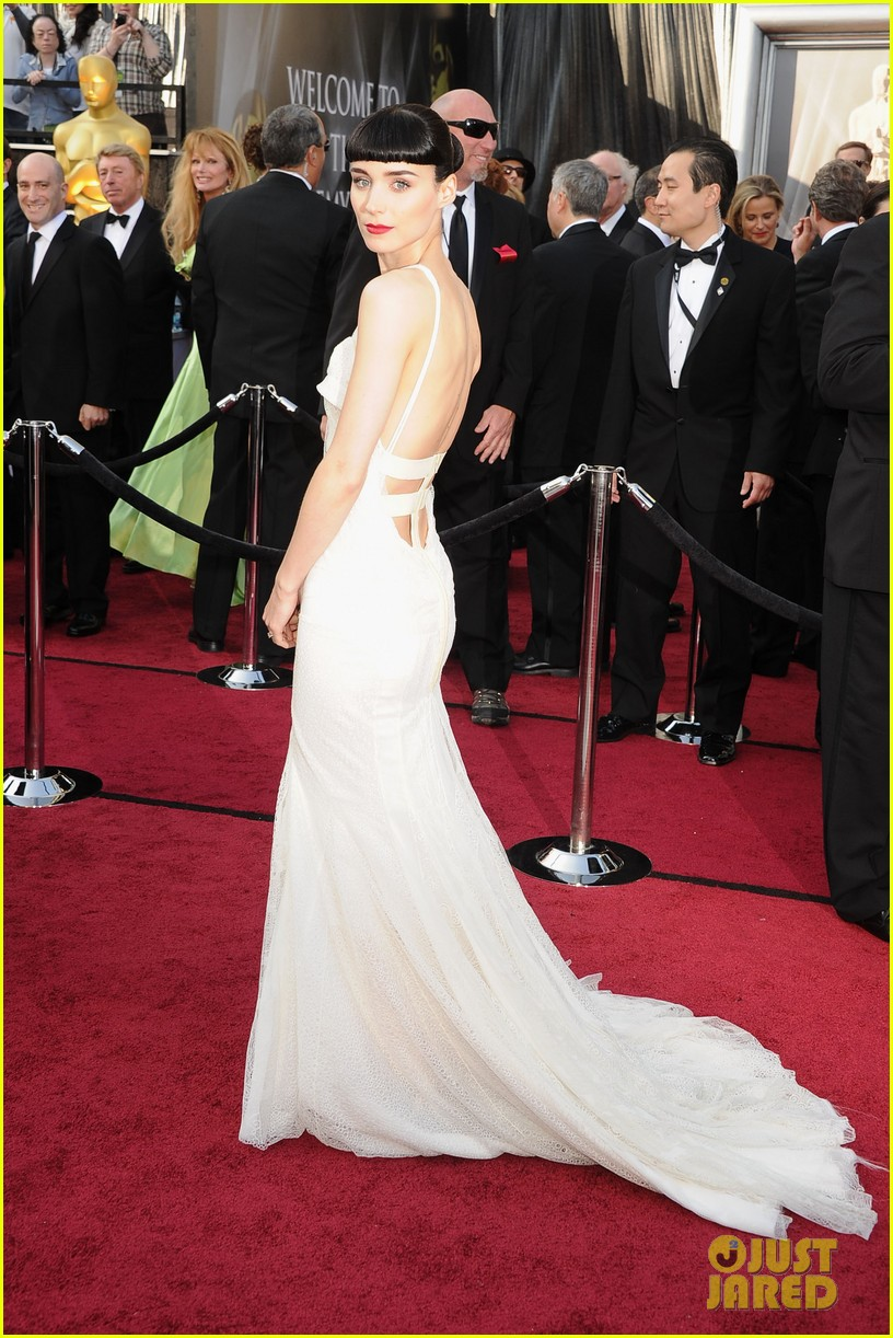 rooney mara 2012 oscars red carpet 022633462