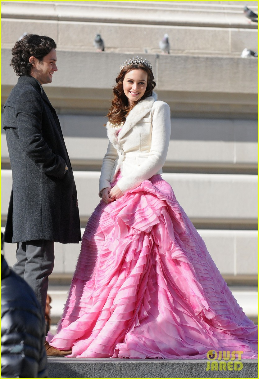 leighton meester penn badgley kiss gossip girl set 03