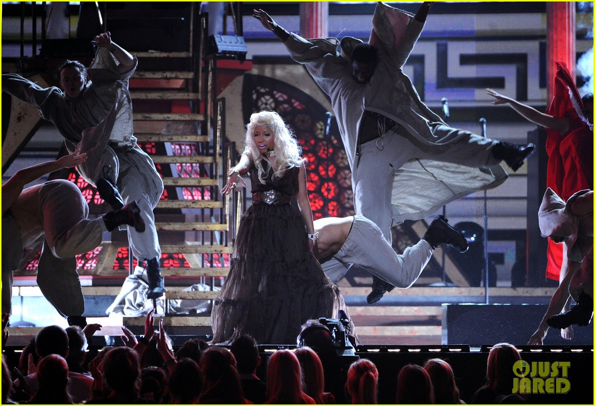 nicki minaj grammys performance 10