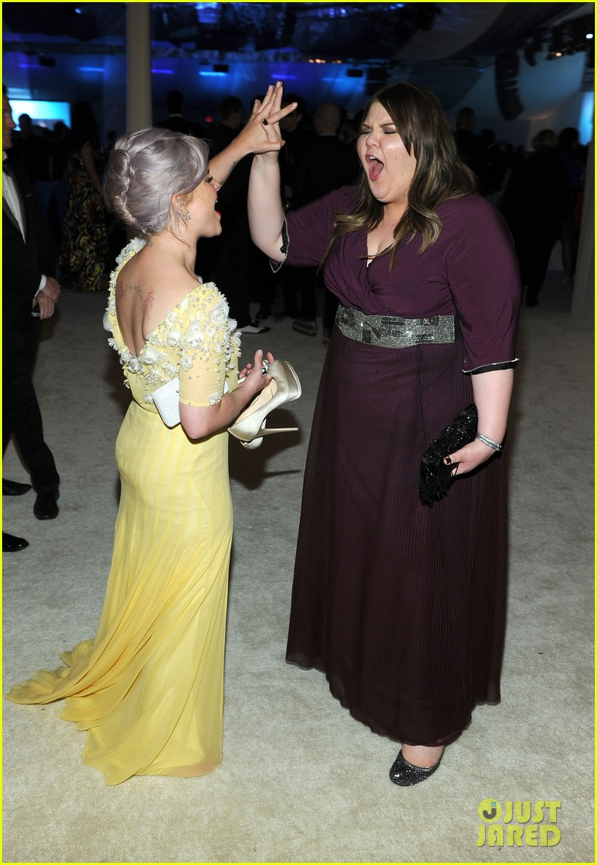 kelly osbourne oscar red carpet elton john party 05
