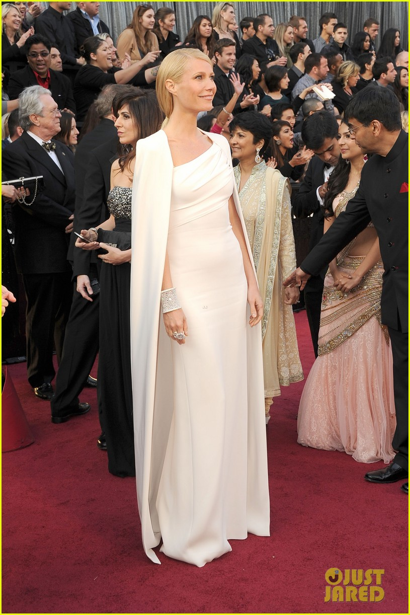 gwyneth paltrow oscars 2012 red carpet 04
