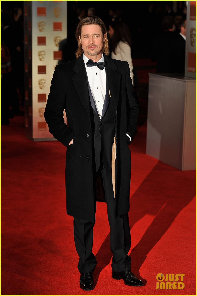 brad pitt 2012 baftas red carpet 01