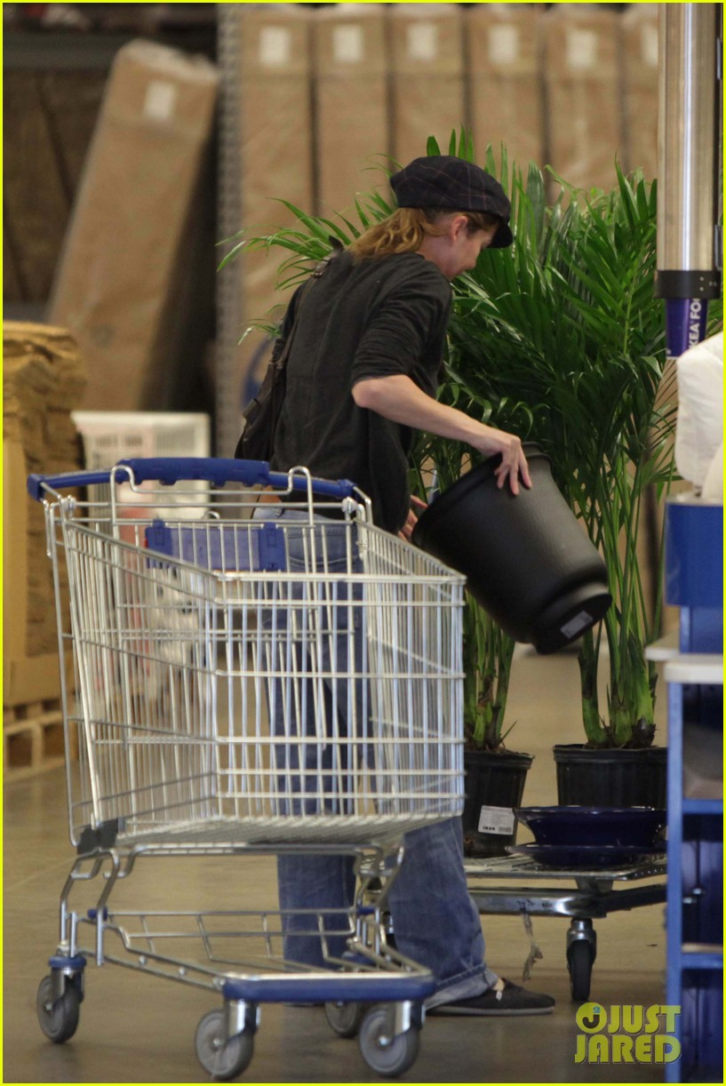 ellen pompeo ikea 04