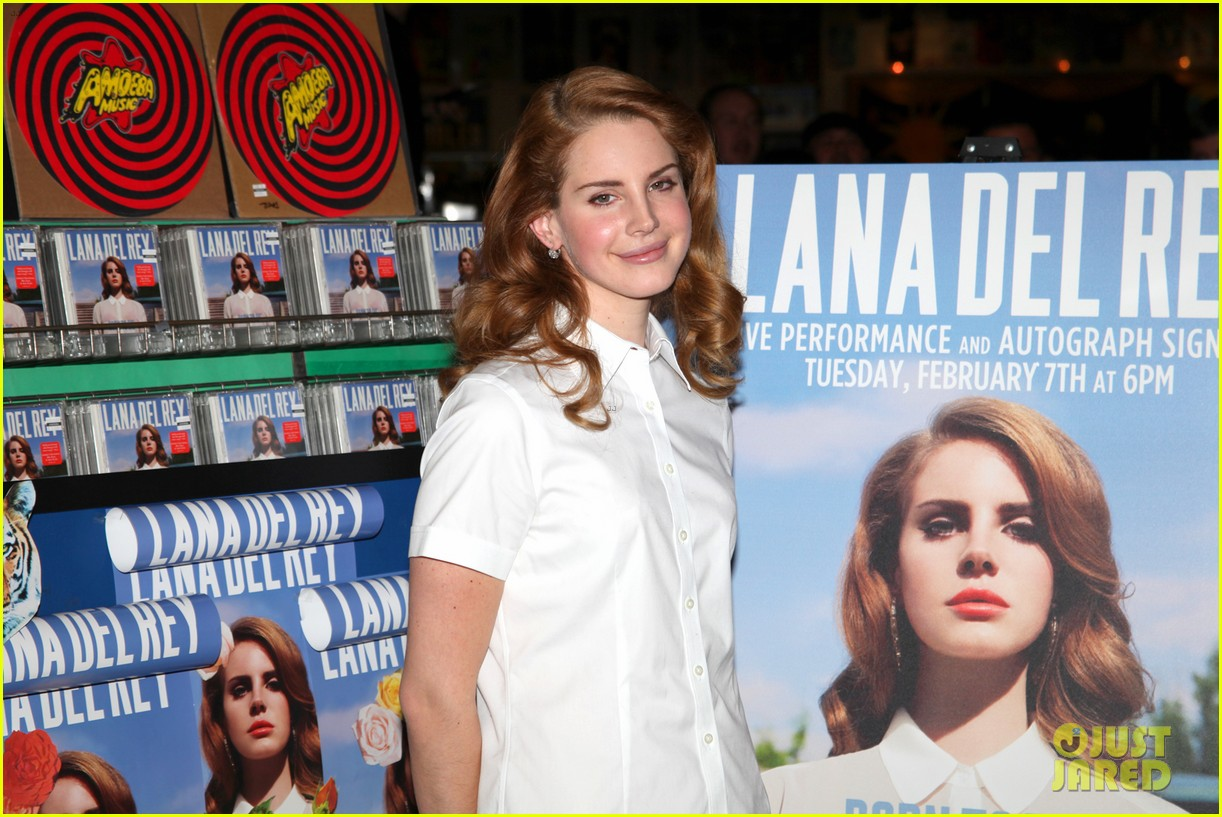 lana del rey amoeba music hollywood signing 07