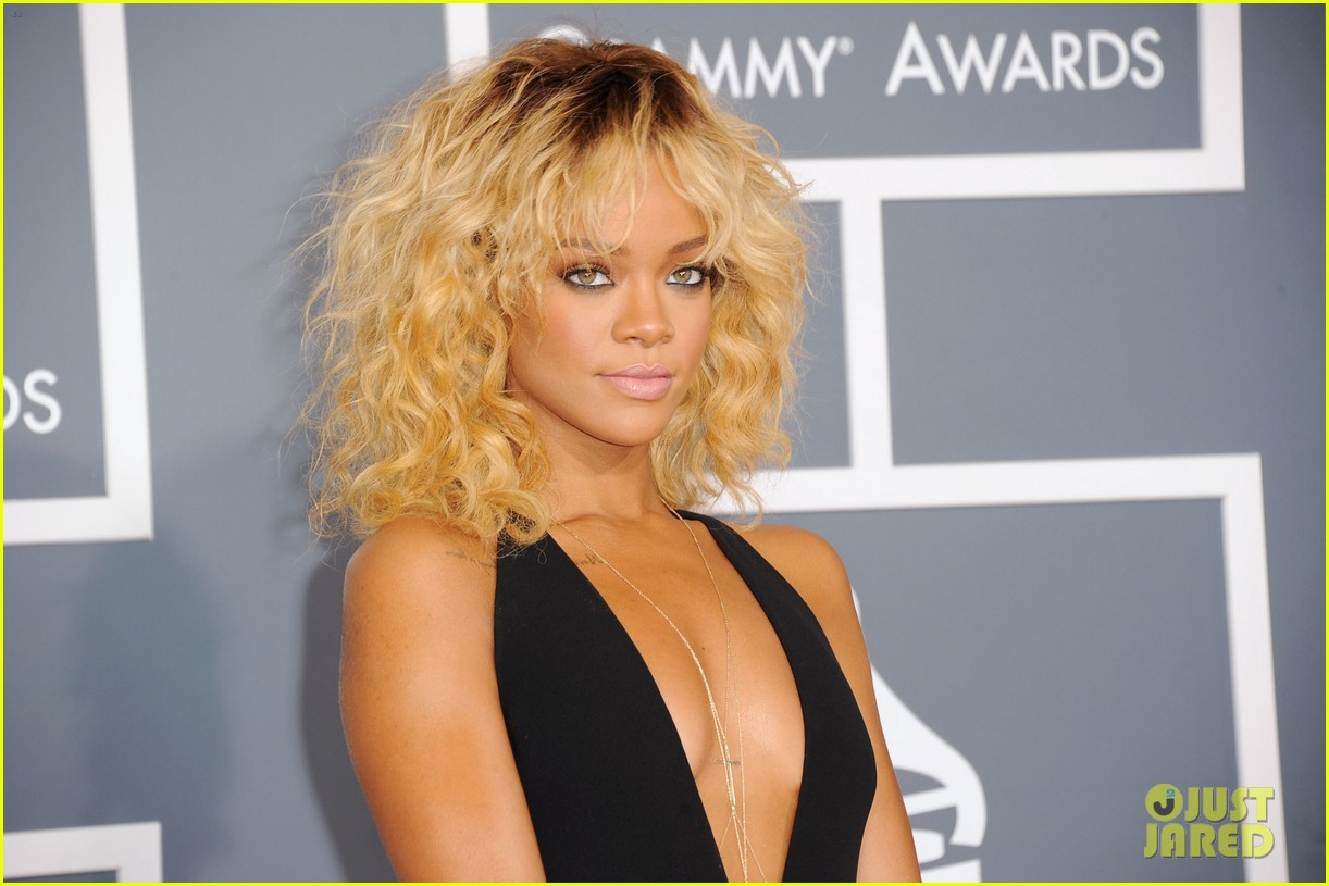 rihanna grammy awards 2012 062628250