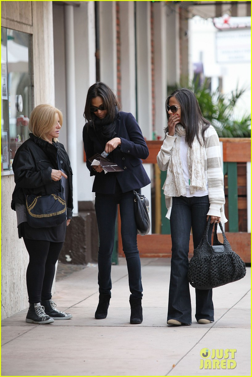 zoe saldana movies bradly coopers mom 16