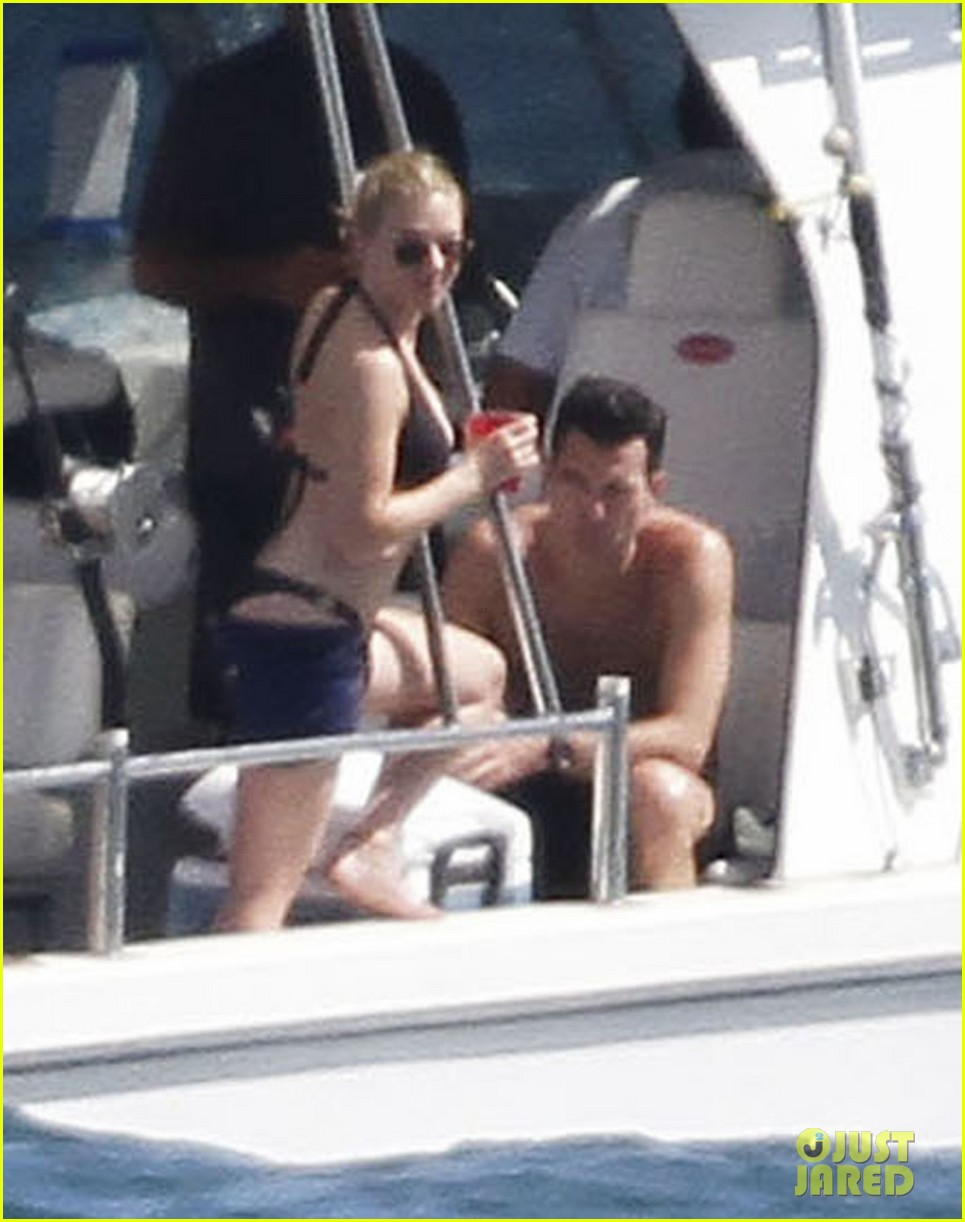 scarlett johansson bikini nate naylor valentines day 01