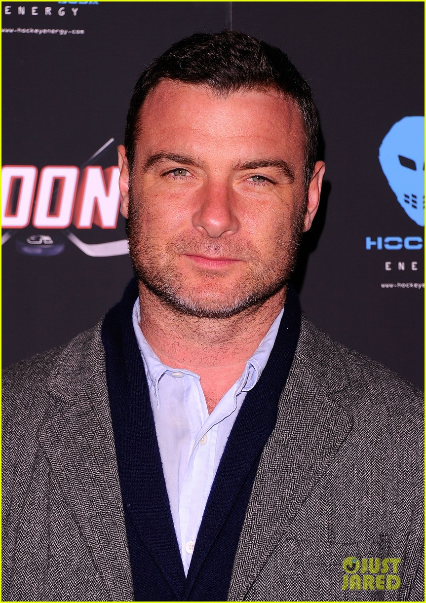 liev schreiber seann william scott goon new york premiere 012632475