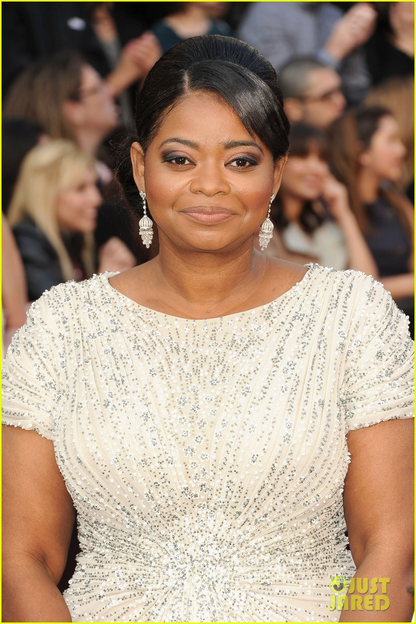 octavia spencer oscars 2012 red carpet 02