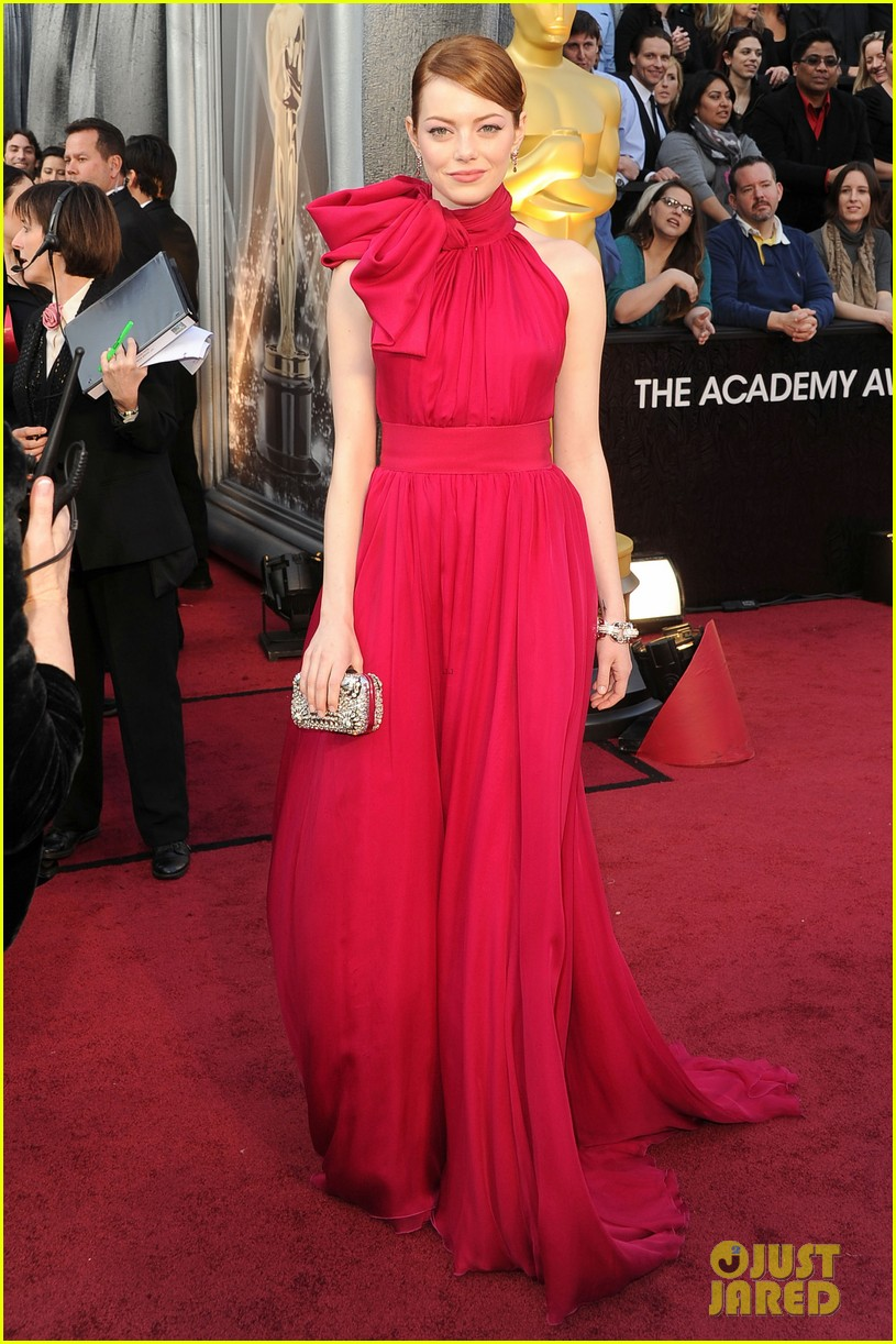 emma stone oscars 2012 red carpet 01