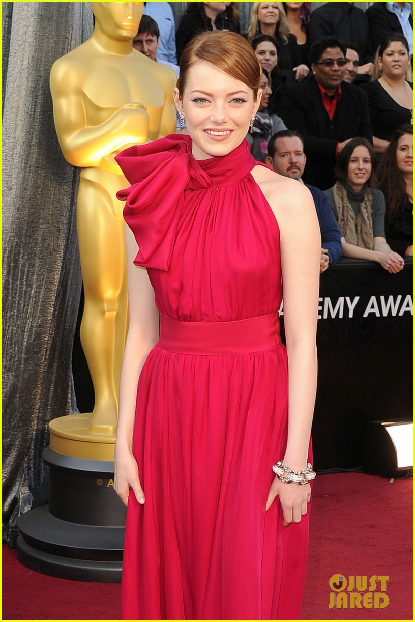emma stone oscars 2012 red carpet 03