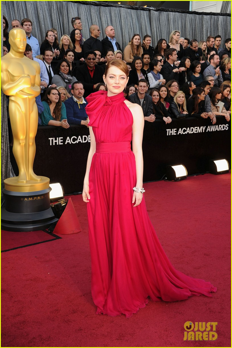 emma stone oscars 2012 red carpet 07