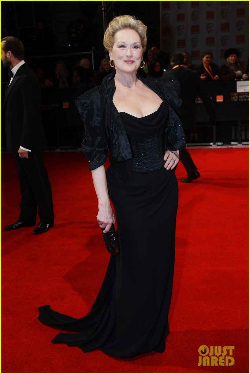 meryl streep 2012 baftas red carpet 05