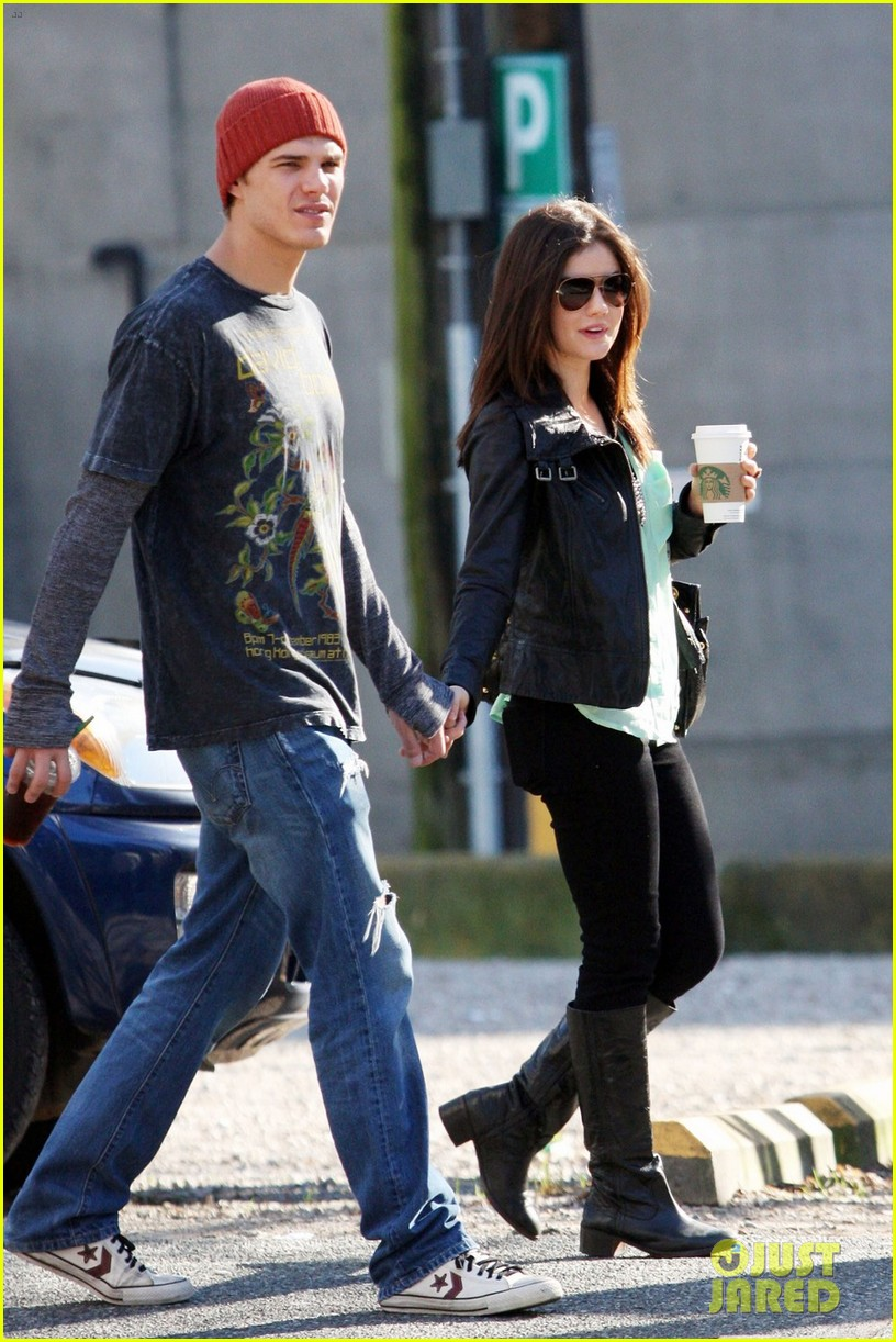 chris zylka lucy hale holding hands 10