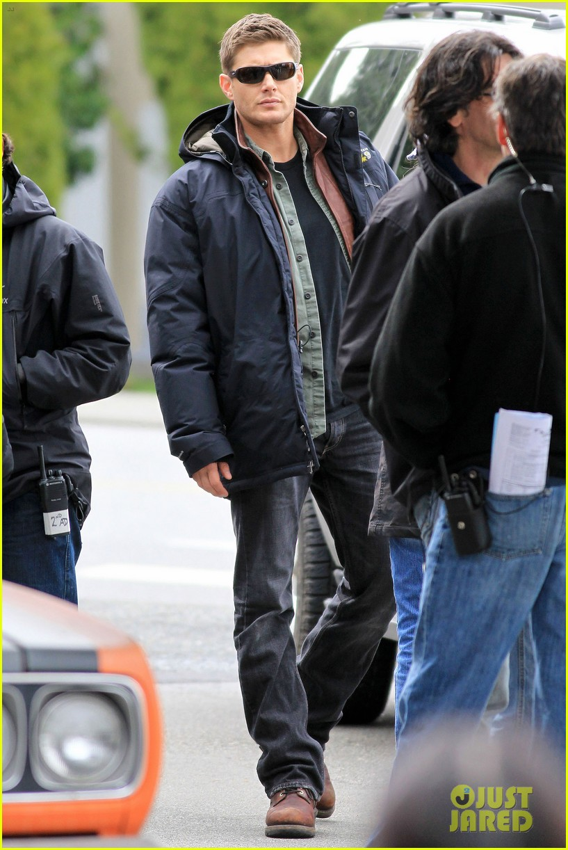 jensen ackles jared padalecki gas station scene supernatural 042643085