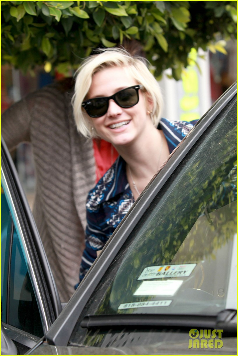 ashlee simpson shopping 05