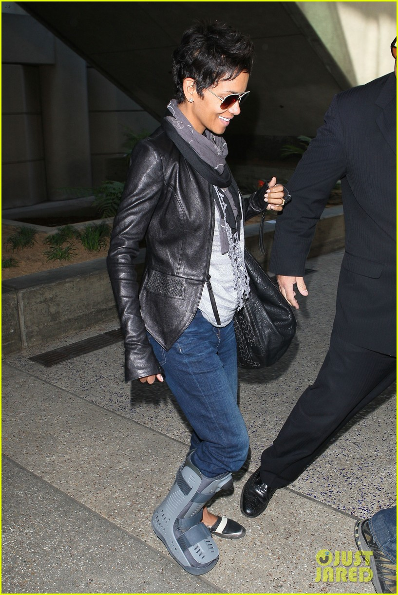 halle berry ring lax 082636886