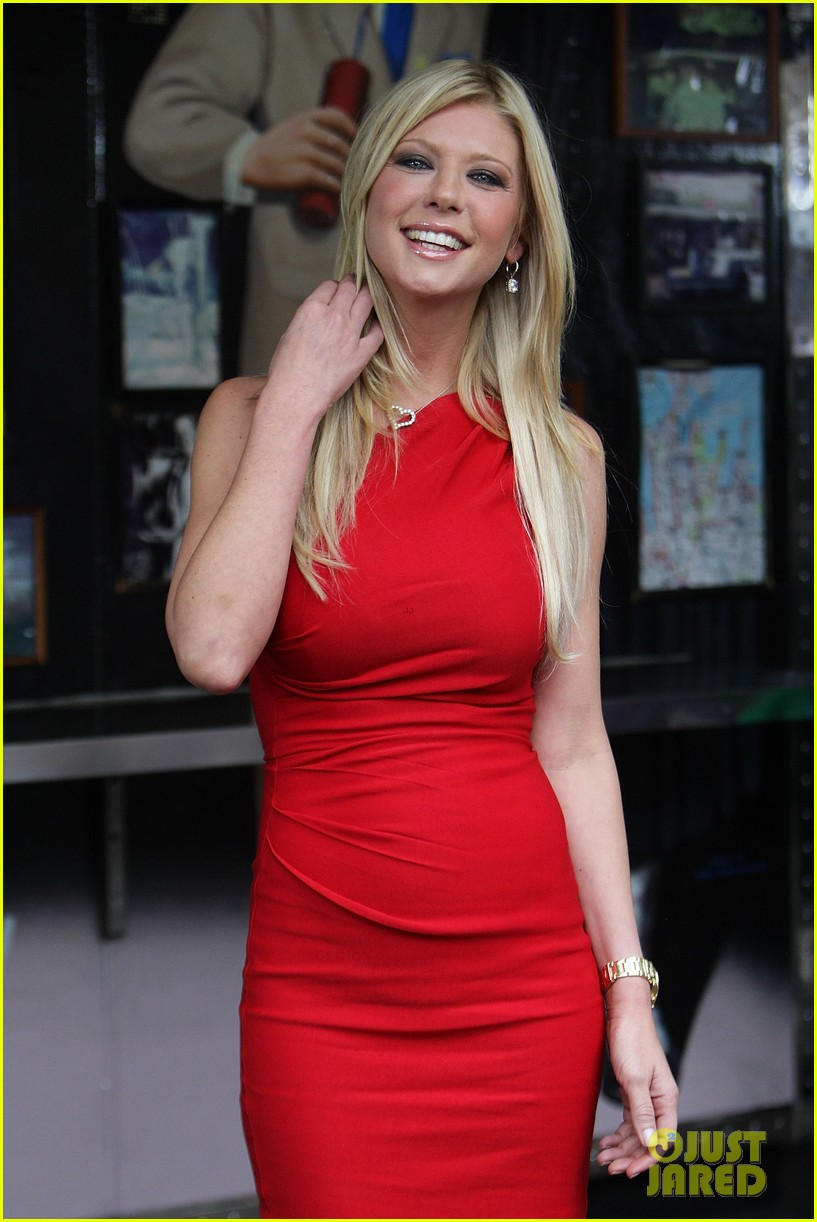 jason biggs tara reid american reunion photo call 03