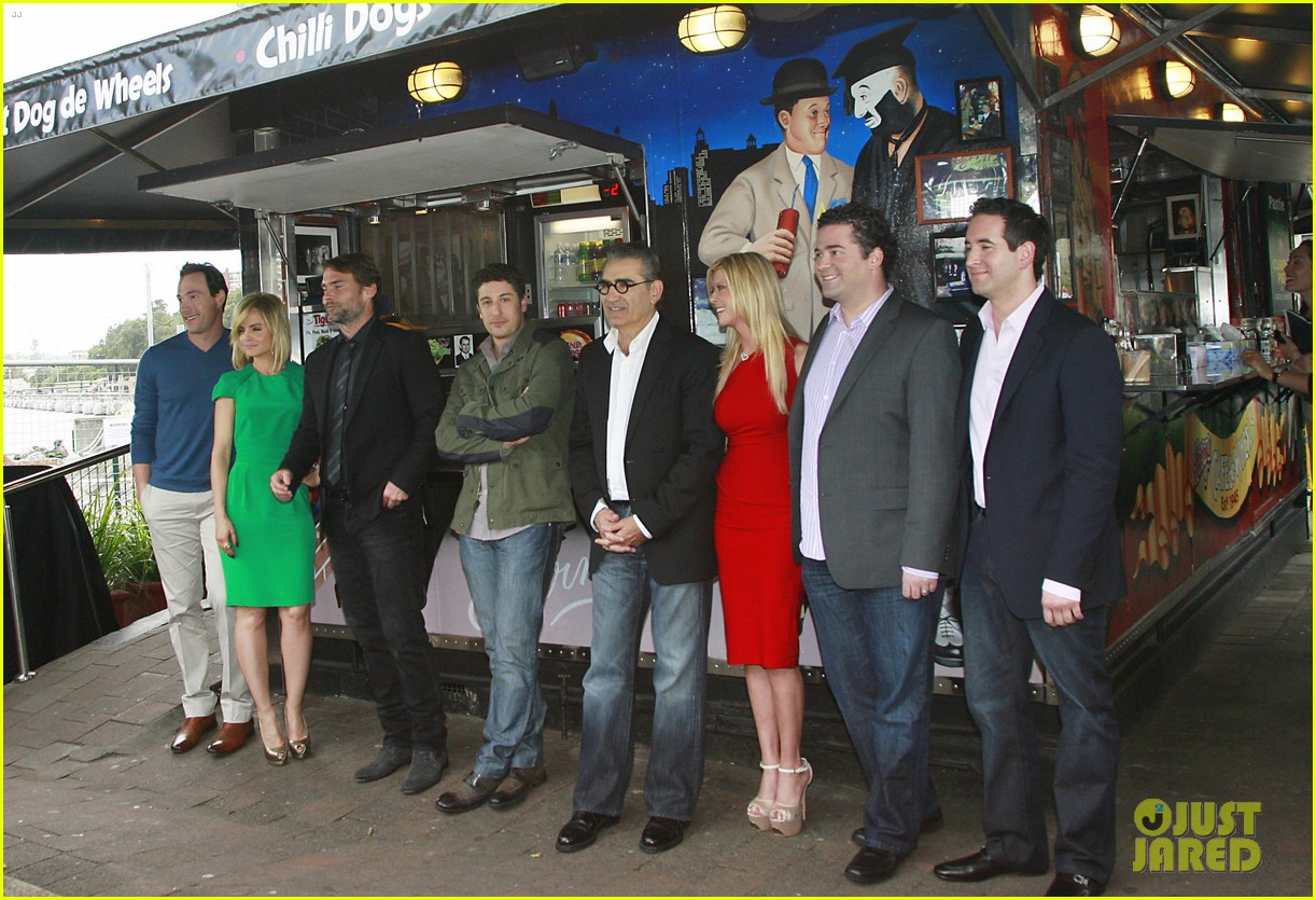 jason biggs tara reid american reunion photo call 05