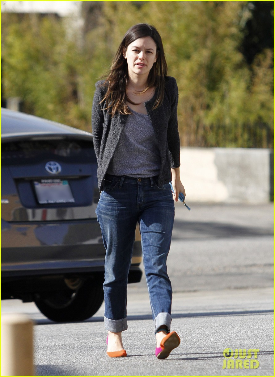 rachel bilson liquor store 02