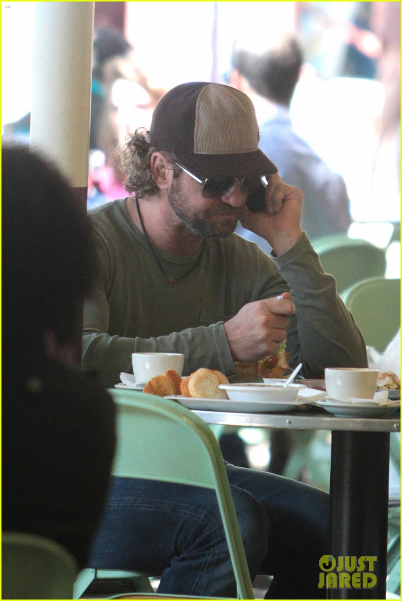 gerard butler farmers market lunch 092640751