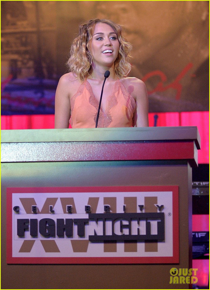 miley cyrus liam hemsworth celebrity fight night 21