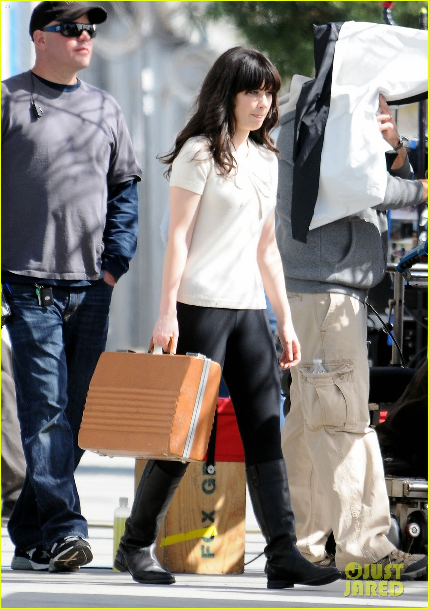 zooey new girl typewriter 02