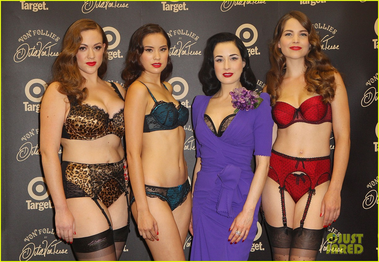 dita von teese von follies photo call 082637246
