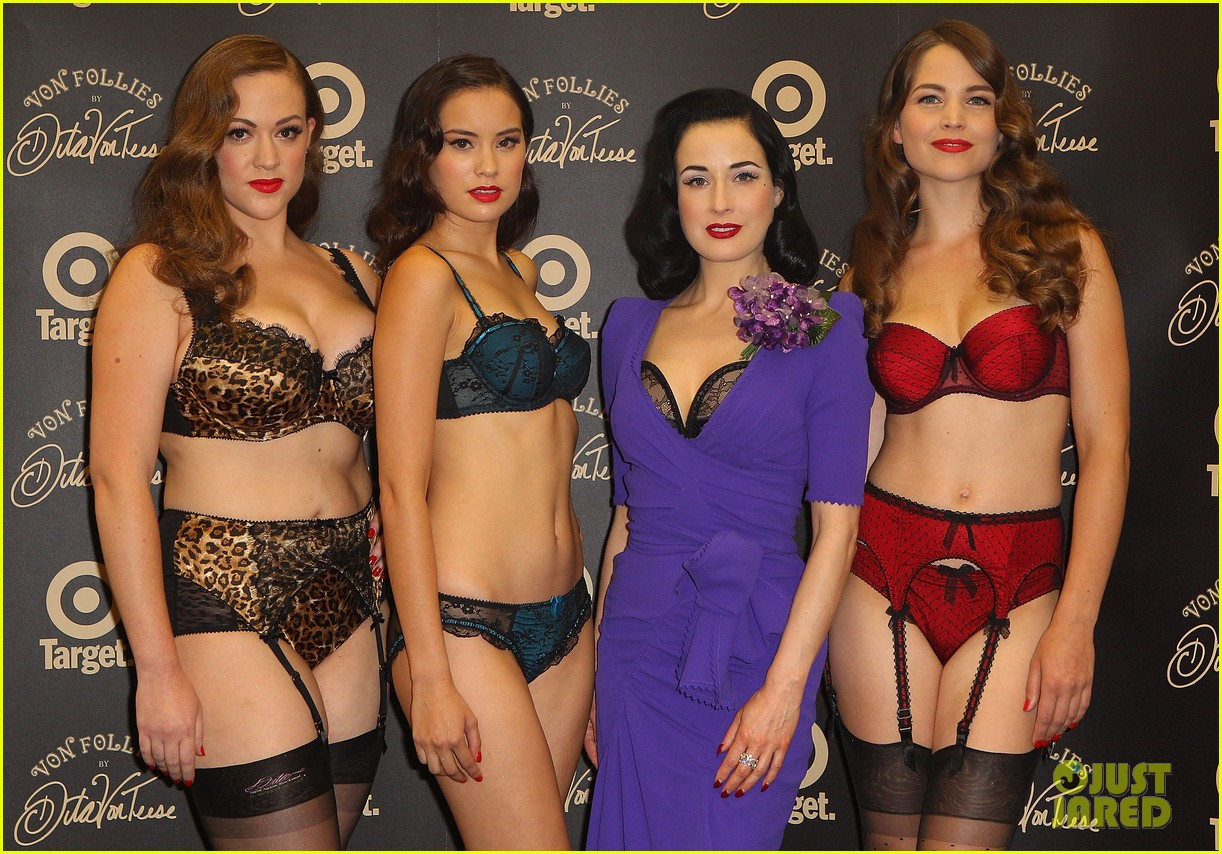 dita von teese von follies photo call 11