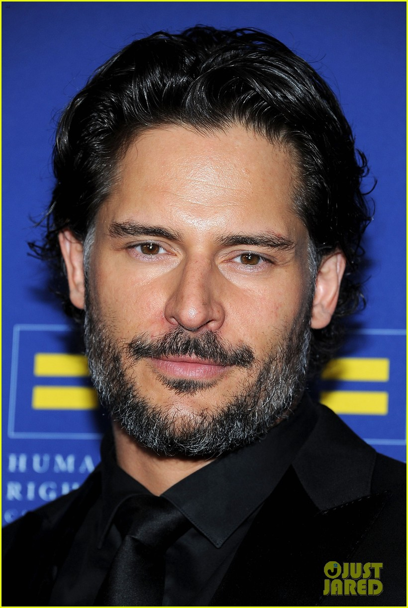 chelsea handler hrc gala with joe manganiello 04