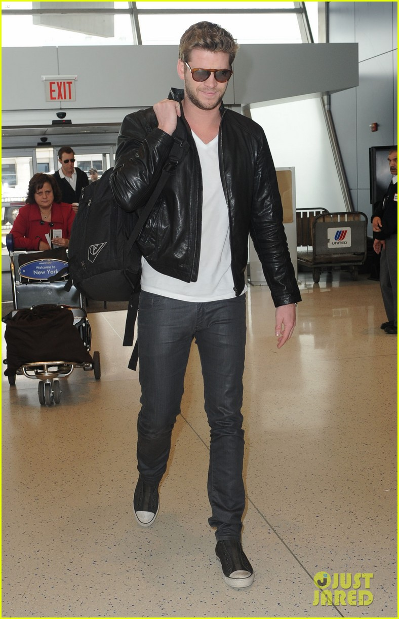 liam hemsworth jfk 01