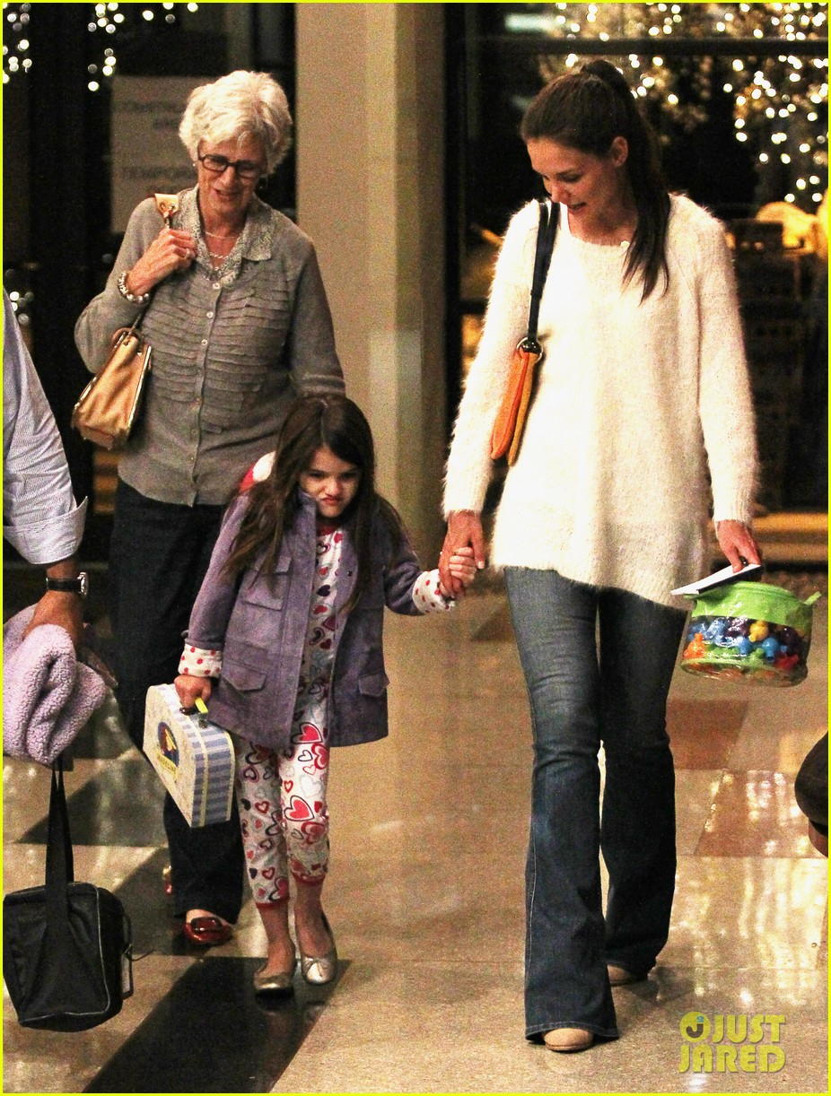 katie holmes suri dinner with grandma kathleen 012640851