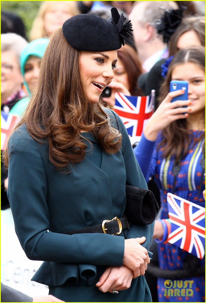 duchess kate queen elizabeth leicester 04
